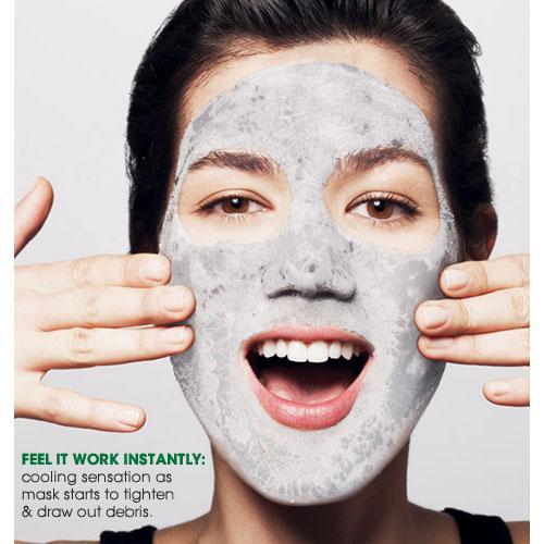 Las causas de la piel problemática sobre la persona y las espaldas